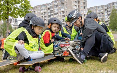 """""""Longboard'ų"""" (ilgalenčių/riedlenčių) pamokos vaikams ir jaunimui Vilniuje"""